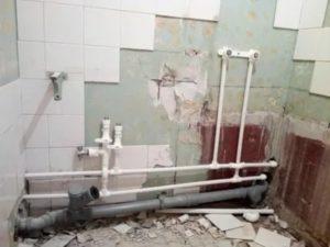 Как осуществляется собственноручная замена труб в ванной