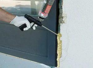 Сколько нужно монтажной пены для установки двери