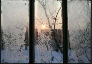 При какой температуре можно мыть окна