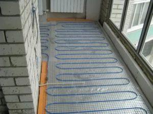 Нужен ли теплый пол на балконе