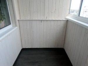 Чем красить вагонку на балконе