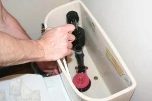 Что делать если в унитазе постоянно течет вода – полезные советы от профессионалов