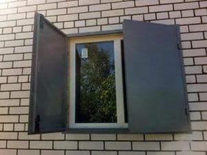 Железные ставни на окна для дачи