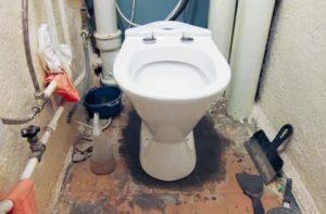 Как правильно установить унитаз при выполнении ремонта в туалете