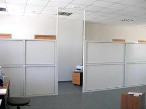 Установка пластиковых перегородок в офисе