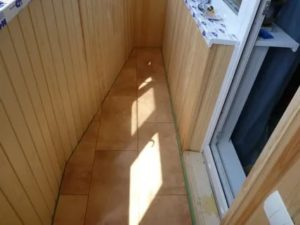 Ламинат на балконе зимой